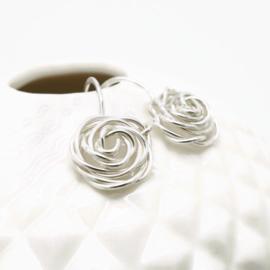 Zilveren roos oorbellen