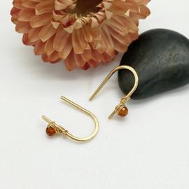 Gouden minimalistische oorbellen met Spessartien granaat