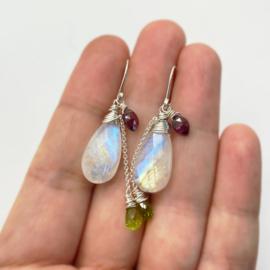 Regenboog maansteen oorbellen met Peridoot en Granaat