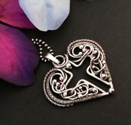 Zilveren hart met kruis