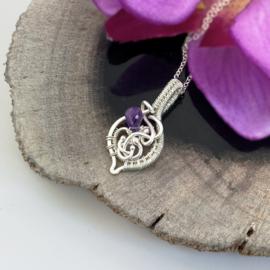 Zilveren hanger met amethist in de vorm van een blad