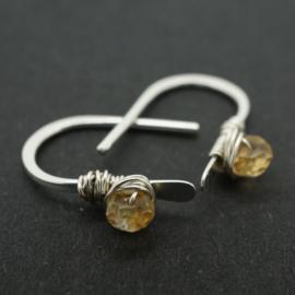 Kleine zilveren oorbellen met citrien