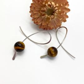 Zilveren confetti oorbellen met  bruine Tijgeroog