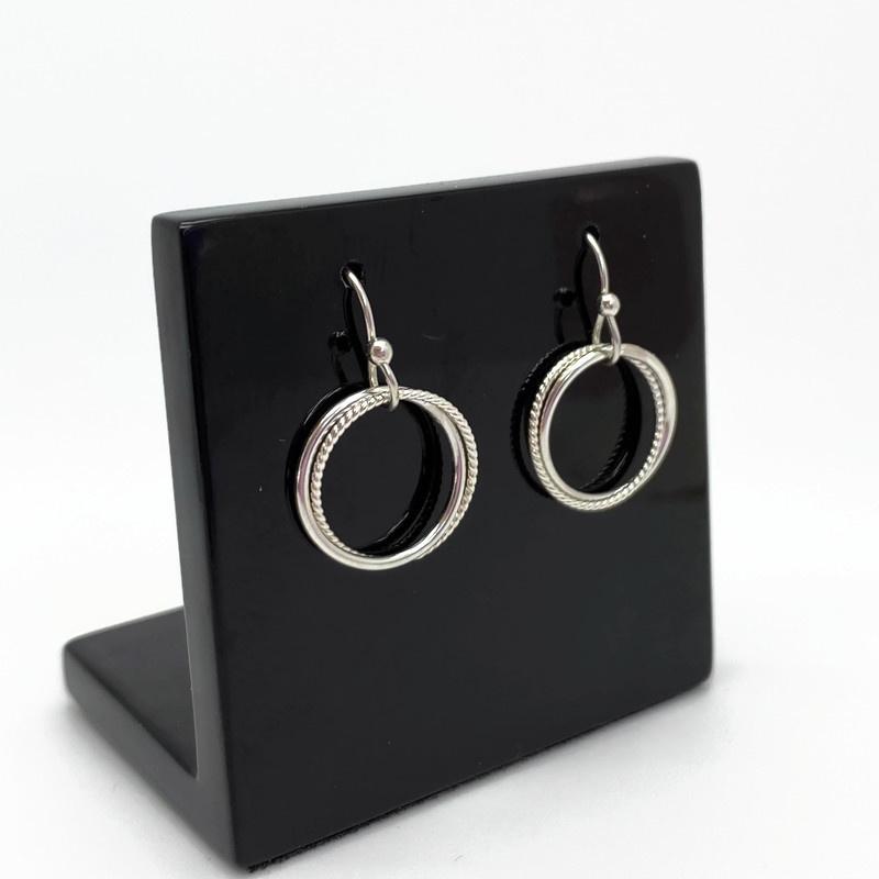 Zilveren oorbellen met speelse ringen