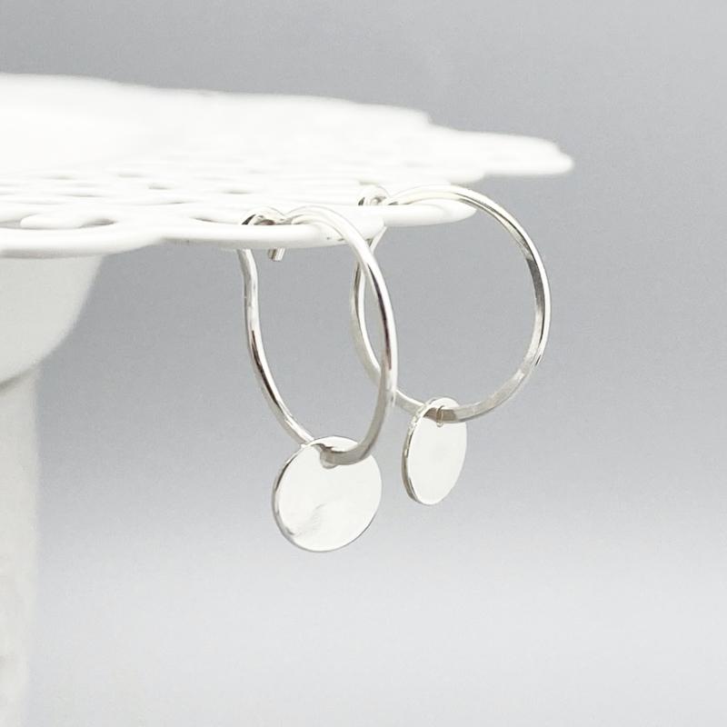 Zilveren oorringetjes met muntje
