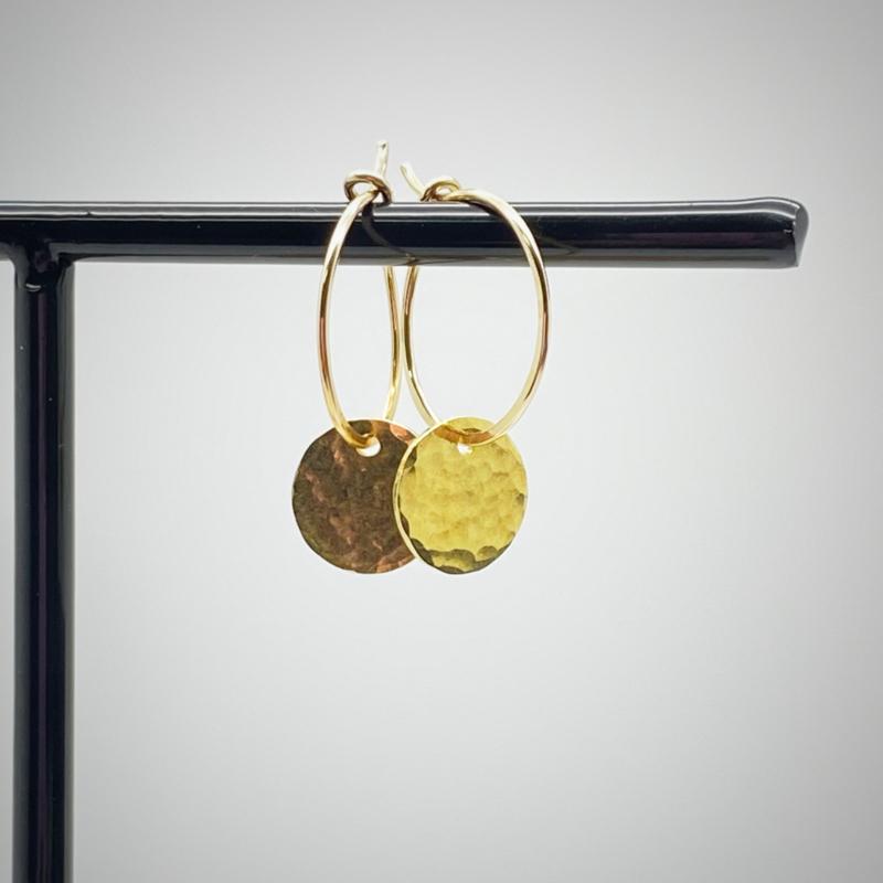 Gouden creolen met muntje