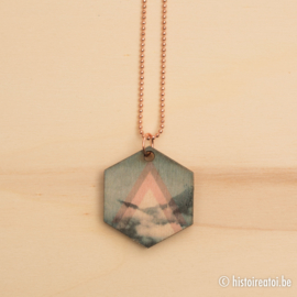 """Halsketting hexagon """"Into the clouds"""" met rose goud"""