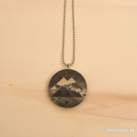 """Halsketting rond houtprint """" Into the mountains """""""