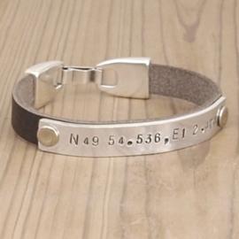 leren armband met coördinaten