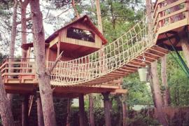 Touwbrug boomhut