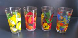 Set van vier verschillende glazen (G31).