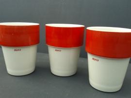 Set van drie melkbekers 'Royco'.