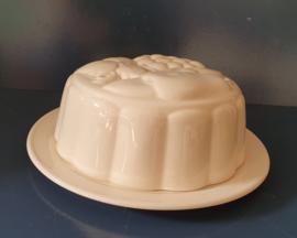 Aardewerk  pudding/bakvorm met schaal.