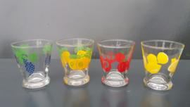 Glazen met fruitmotief. Set van vier stuks. Jaren 70 (G26)(art.MA)