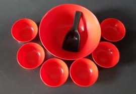 Kunststof pindaset serveerschaal jaren 60 (art31 ).