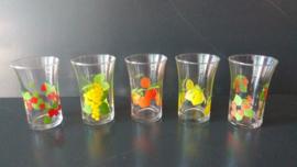 Glazen met fruitmotief. Set van vijf stuks. Jaren 70  (G09) (art.MA)
