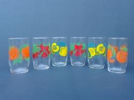 Glazen met fruitmotief. Set van zes stuks. Jaren 70. (G06)