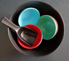Kunststof pindaset serveerschaal jaren 60 (art08).
