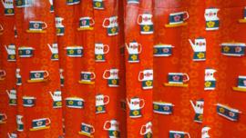 Oranje gordijnen.