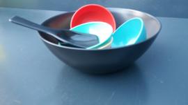 Kunststof pindaset serveerschaal jaren 60 (art11 ).