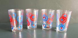 Glazen met rood blauw cirkelmotief, vier.