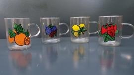Set van vier theeglazen, fruitmotief.