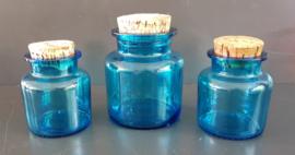 Glazen potten, blauw.