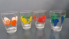 Glazen met fruitmotief. Set van vier stuks. Jaren 70 (G25).