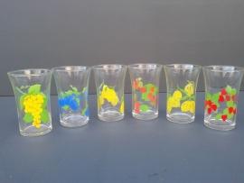 Glazen met fruitmotief. Set van zes stuks. Jaren 70  (G01)