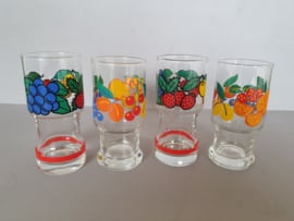 Glazen fruitmotief.