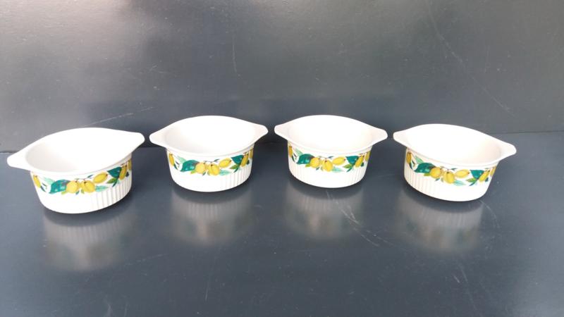 Set van vier aardewerk kommen, Villeroy en Boch.