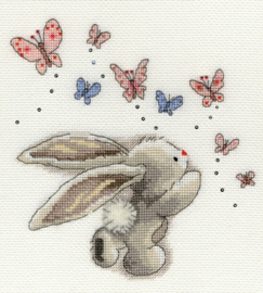 Konijn met vlinders