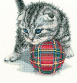 Kitten met bal