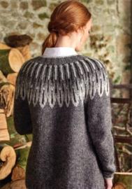 Breipatroon vest met pas met ingebreide uilenverenpatroon.