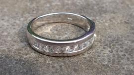 Sterling zilveren ring met twaalf vierkante zircoon
