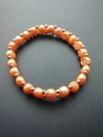 Armband met perzikkleurige parels