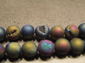 Hematiet met glinsterende pyriet inkepingen. paars/bruin