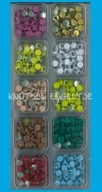Box 2 10 Verschillende kleuren sierknopjes lichte kleuren