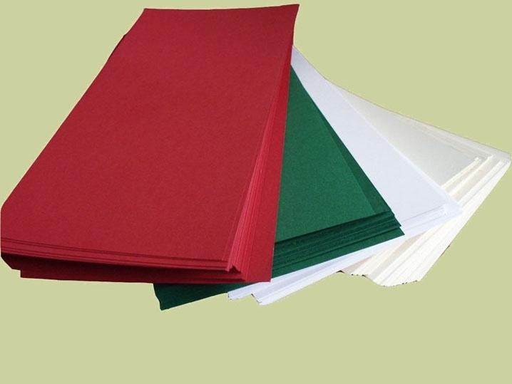 Vierkant 13,5 bij 27 cm wit, dennegroen , creme en rood 220 grams