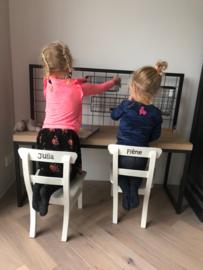 Kinderbureau stalen frame eiken blad en  met ijzerenrek