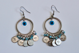 Muntjes oorbellen ZILVER kleurig met geluks oogjes, BLAUWE kraaltjes en ring - diameter 3 cm - SILVER colored coins earrings, BLUE beads and good luck eye decorated