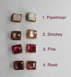"1 paar Vierkanten oorstekertjes ""Crystal sparkle"" met GOUD kleurige rand - PARELMOER, SMOKEY, PINK, ROSÉ - 1 pair of Square ear pins ""Crystal Sparkle"", GOLD color rimmed"