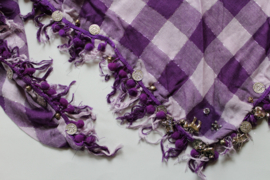 Driehoekige geruite sjaal met franjes, muntjes, kraaltjes, bedeltjes PAARS LILA, ZILVER-draad  - Wild west shawl PURPLE LILAC SILVER thread