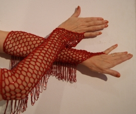 Handschoenen gehaakt rood met rode kralen -  H2-2 - Crocheted knitted beaded gloves RED, RED beads and fringe decorated