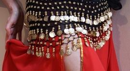 Muntjesgordel ZWART GOUD met golven haakwerk, kraaltjes en muntjes - M / L - Coinbelt BLACK GOLD waves with beads and coins