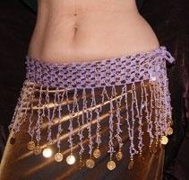 Gehaakte slierten gordel met kralen en munten LILA LICHT PAARS met GOUDEN kralen versiering - XL - Crocheted hipbelt for bellydance SOFT PURPLE LILAC, GOLD decorated