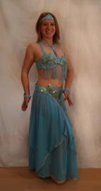 5-delig buikdanskostuum TURQUOISE LICHTBLAUW PARELMOER glans GOUD met pailletten en kralen - Fully sequinned 5-pce bellydance costume TURQUOISE GOLD IRIDISCENT