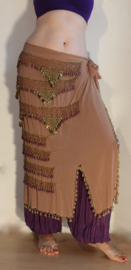 Sarong gordel met kralenhaakwerk BEIGE, LICHT BRUIN, versierd met PAARS / OLIE KLEURIGE kralen en GOUDEN munten - Extra Large XL, XXL, XLong - Sarong hipshawl hipscarf BEIGE, LIGHT BROWN Egyptian handycraft, crocheted decorated with PURPLE / OIL and  GOLD
