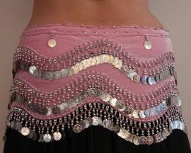Fluwelen muntengordel LICHT ROZE ZILVER met golvende versiering - G41 - Bellydance coinbelt SOFT PINK velvet, SILVER coins and beads, waves decorated