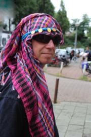Geruite Palestijnse multicolor Arafat sjaal met franjes FUCHSIA, ZWART, PAARS, GEEL, TURQUOISE - Multicolor Palestinian Arafat shawl PINK, BLACK, YELLOW, TURQUOISE with fringe